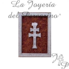 cuadro con la cruz de caravaca